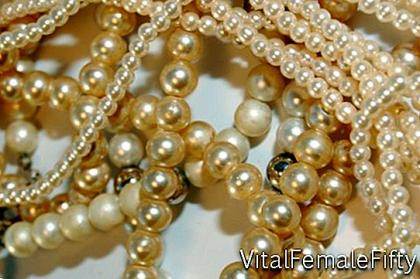 A pearl necklace for the bride